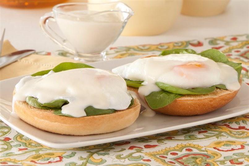 eggs florentine bagel