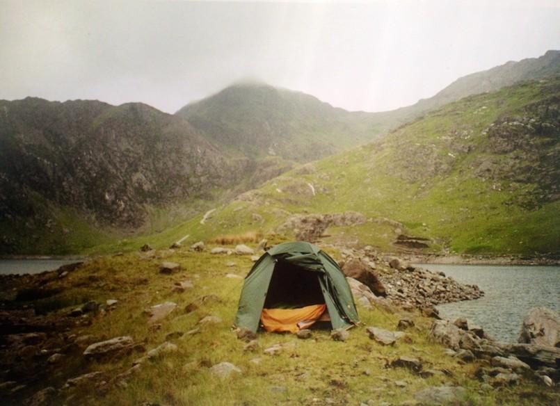 camping snowdonia hills fog