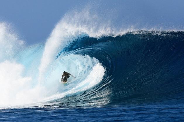 surfing cloudbreak Tavarua Island Fiji