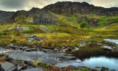 snowdonia building ruins with mountain in background