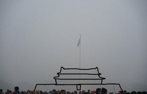 Beijing landmark covered in smog