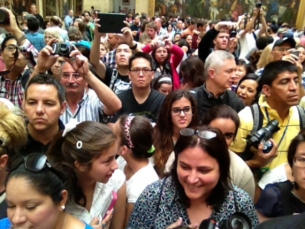 paris mona lisa crowd museum